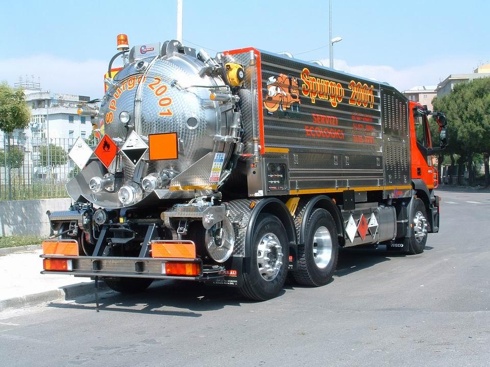 Camion spurgoper aspirazione - Veicoli comunali usati su